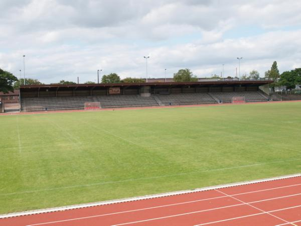 bza karl hohmann stadion stadion in d sseldorf benrath. Black Bedroom Furniture Sets. Home Design Ideas