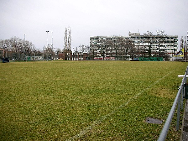 Sportplatz Red Star Auto - Wien