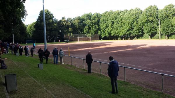 Rote Häuser Bilder sportplatz rotenhäuser damm a stadion in hamburg wilhelmsburg